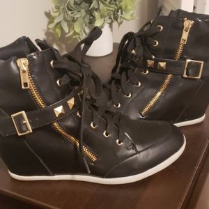 Cute black and gold boot wedge